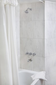 Bathtub Liner Cleaning and Maintenance Tips-4156629_l-197x300