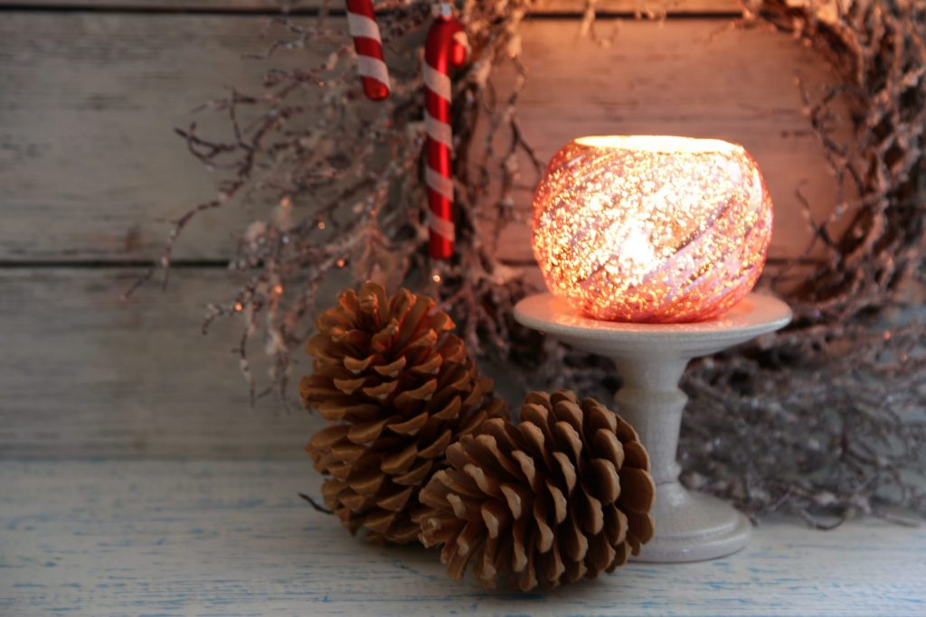 DIY Holiday Bathroom Decorations-shutterstock_227762068-1024x683